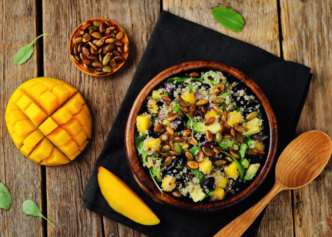 salada quinoa com fruta