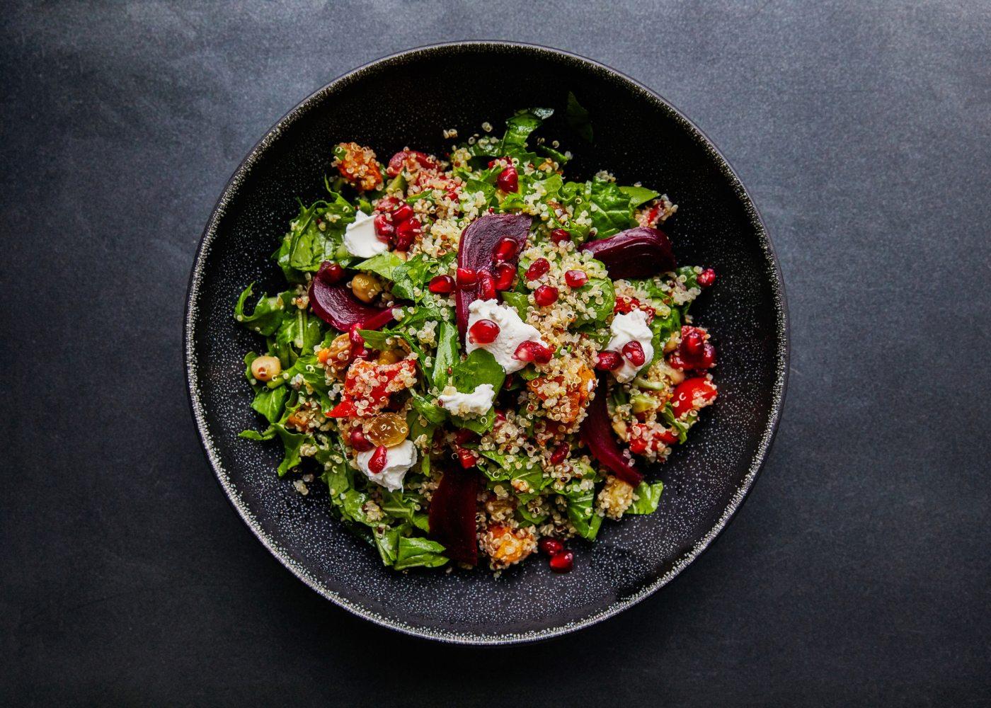 salada quinoa com legumes