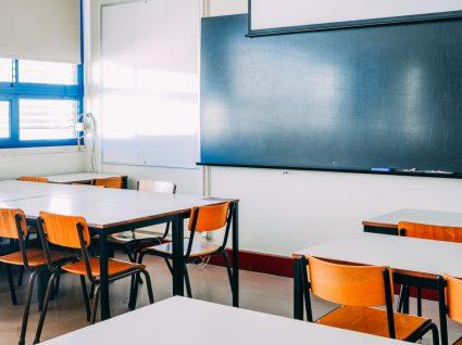 Sala de aula sem alunos