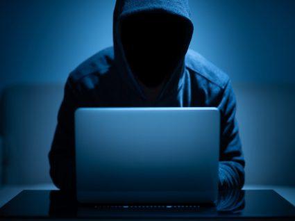 Hacker a quebrar a cibersegurança