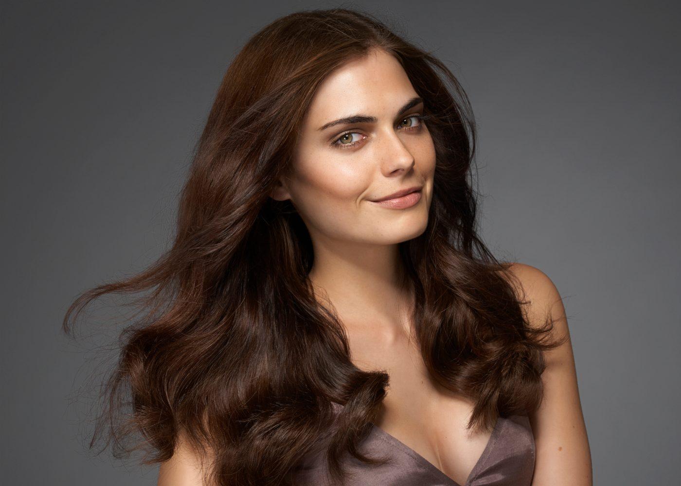 Mulher com cabelo hidratado