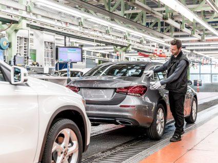 Linha de produção da Mercedes