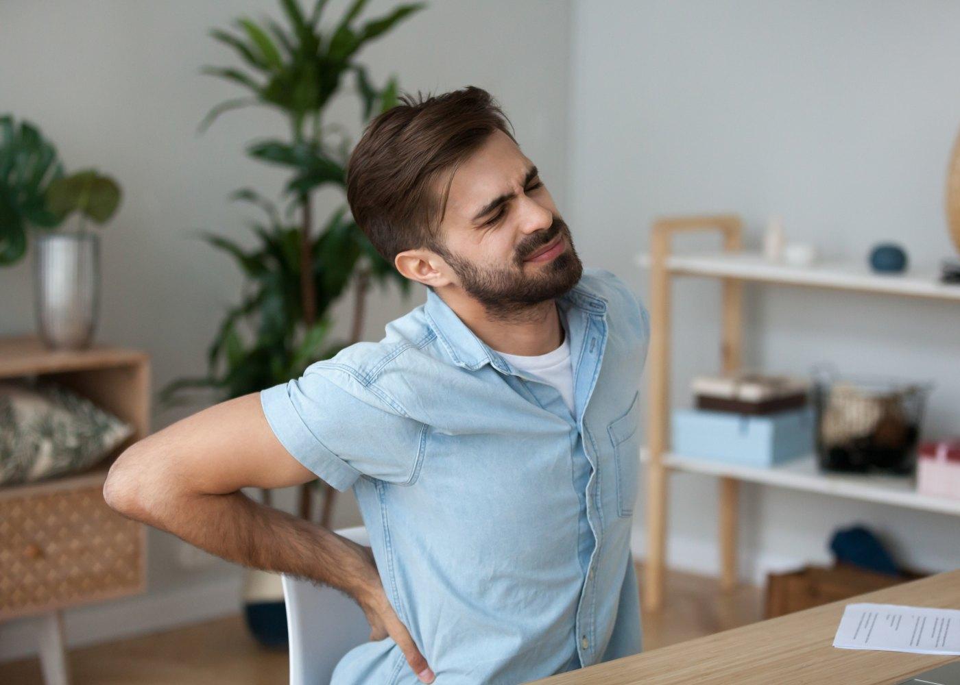 Homem com lombalgia
