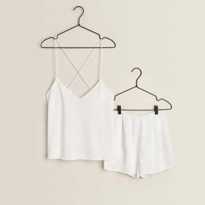 pijama branco com bordados