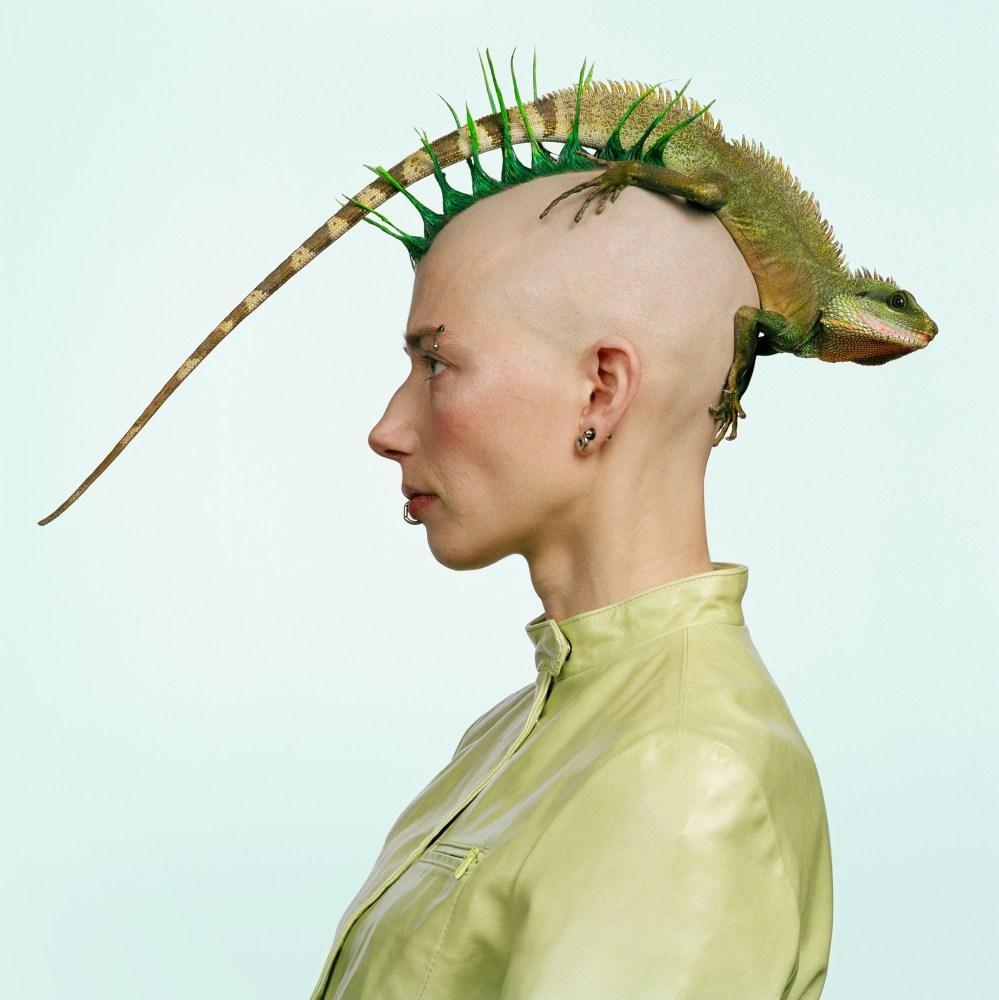 Mulher com iguana