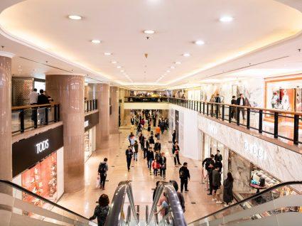 Pessoas num Centro Comercial