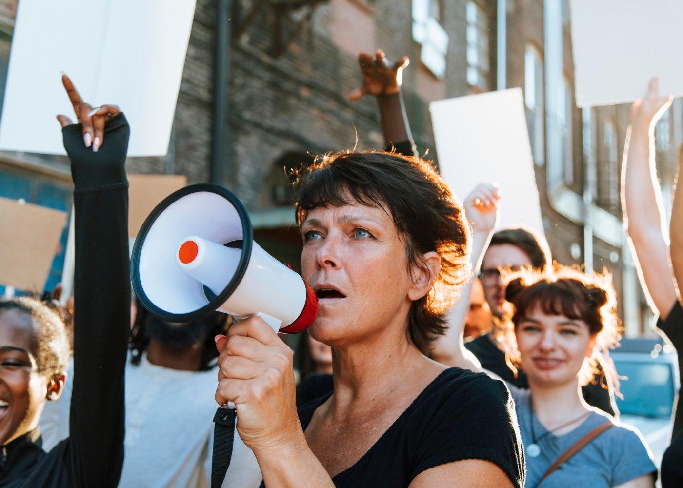 mulheres a exercer o seu direito à greve