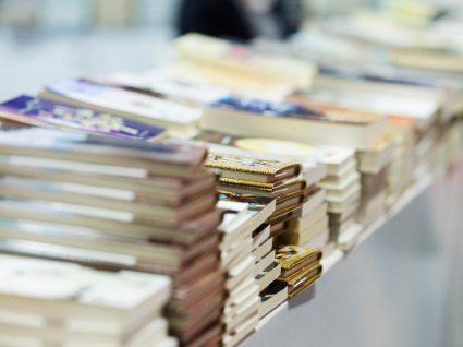 Livros num stand da Feira do Livro