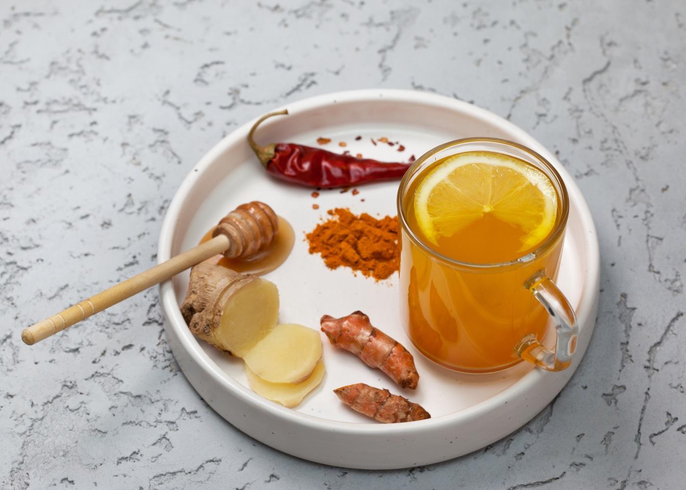 bebida de mel, gengibre e pimenta