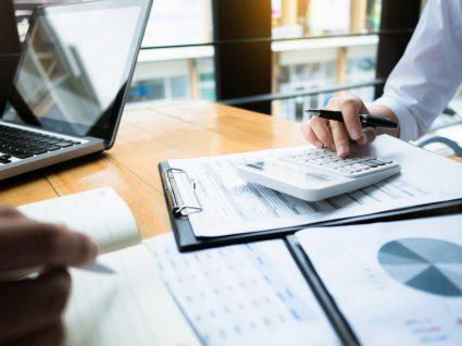 renegociar contratos e créditos