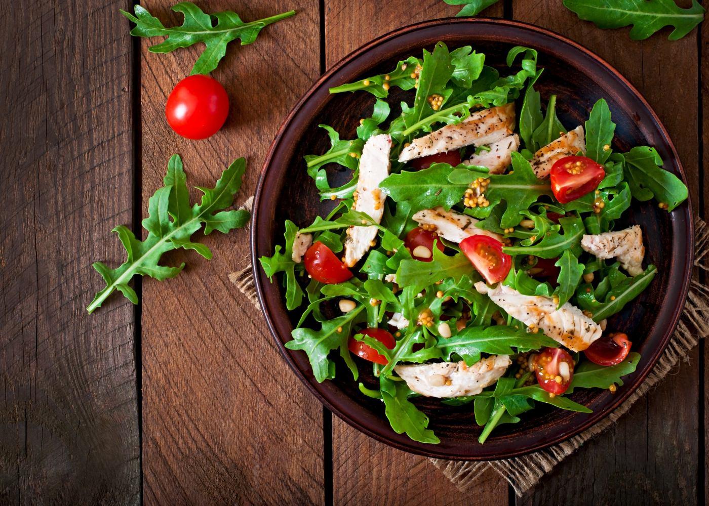 salada de rúcula com gengibre