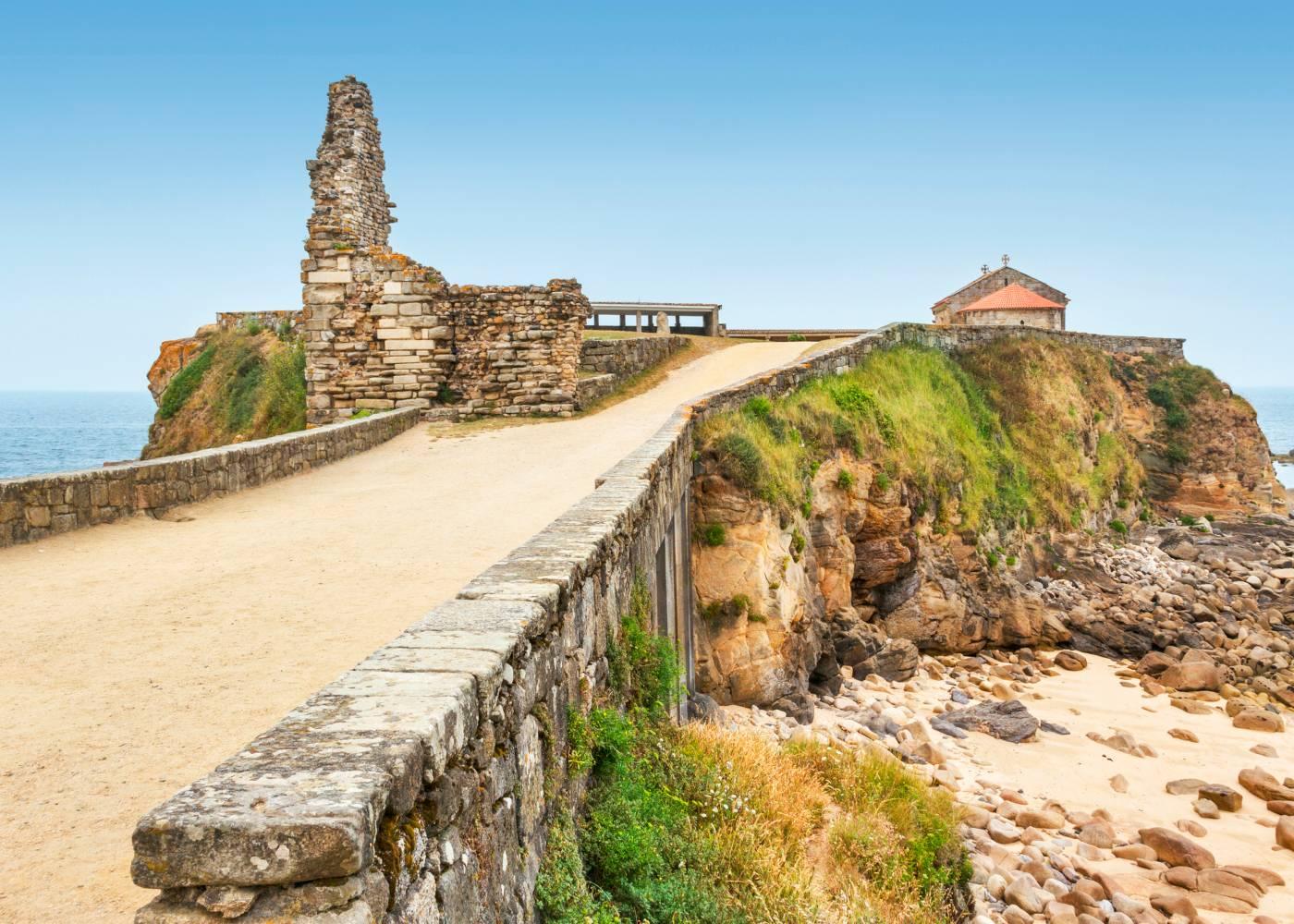 Farol em ruínas na Galiza
