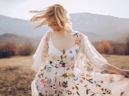looks com vestidos às flores