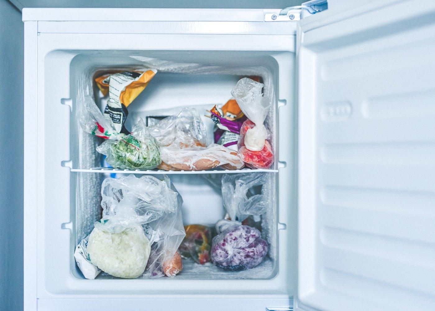 Congelador com comida