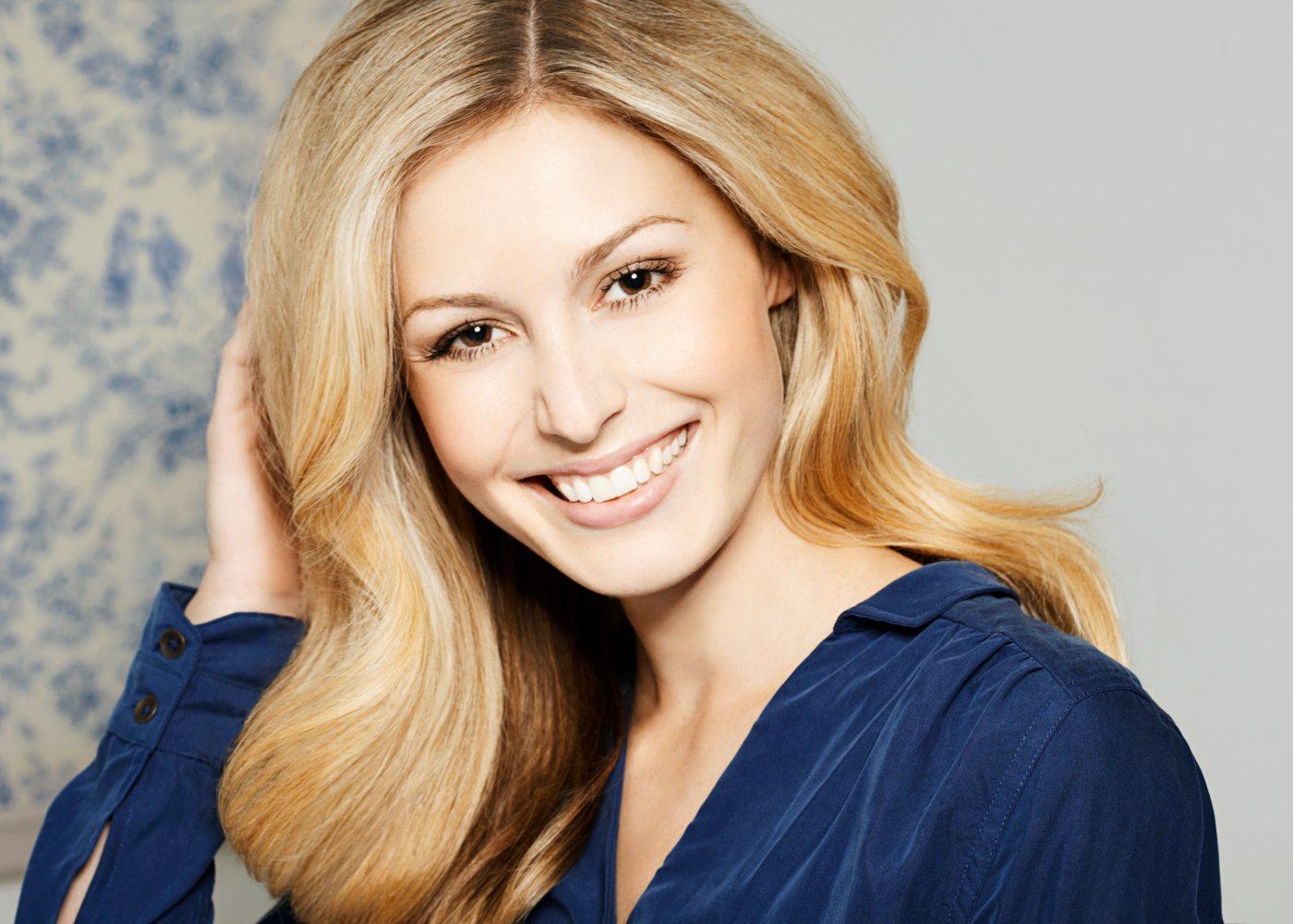 Mulher com dentes brancos