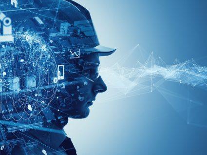 homem com boné em fundo estilizado com elementos tecnológicos