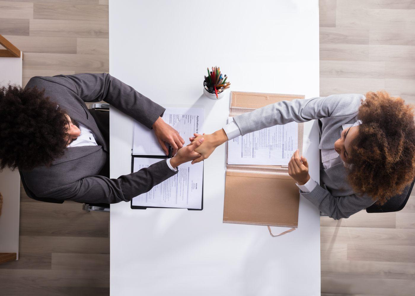 técnico dos gabinetes de inserção profissional (GIP) a atender desempregado