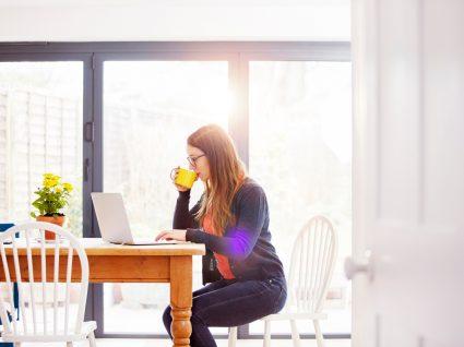 mulher em teletrabalho como reflexo do mercado de trabalho depois da pandemia