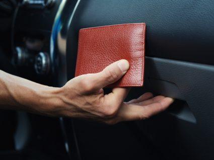 carteira de documentos, uma das coisas que não deve deixar no interior do carro