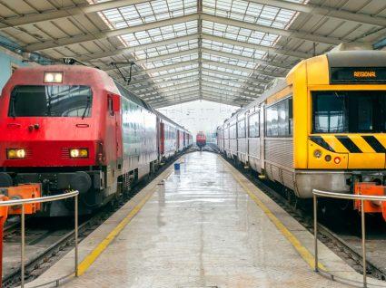 Comboios parados na estação de Santa Apolónia
