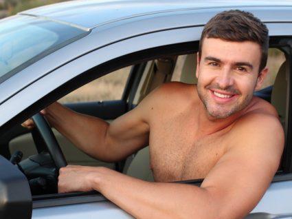 Conduzir em tronco nu