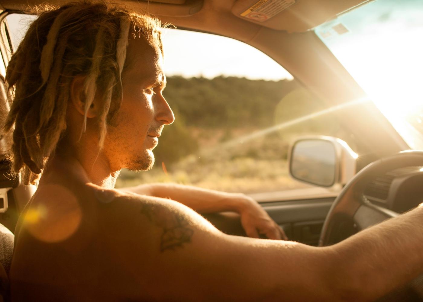 Conduzir sem camisola