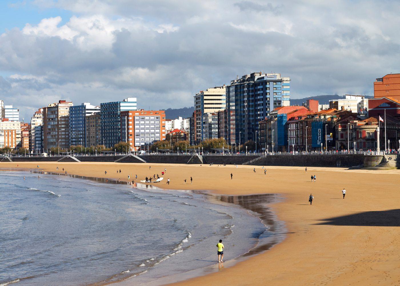 Praia de San Lorenzo em Gijón