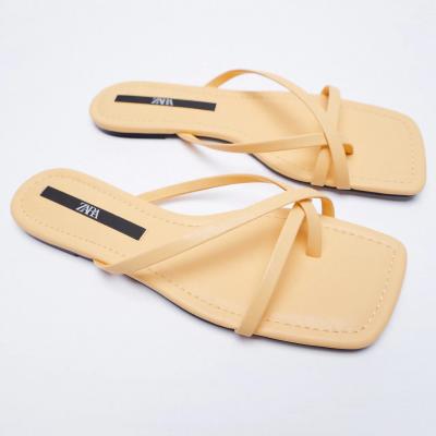 sandálias rasas amarelas