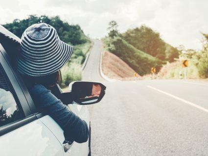 viagem de férias após alugar um carro