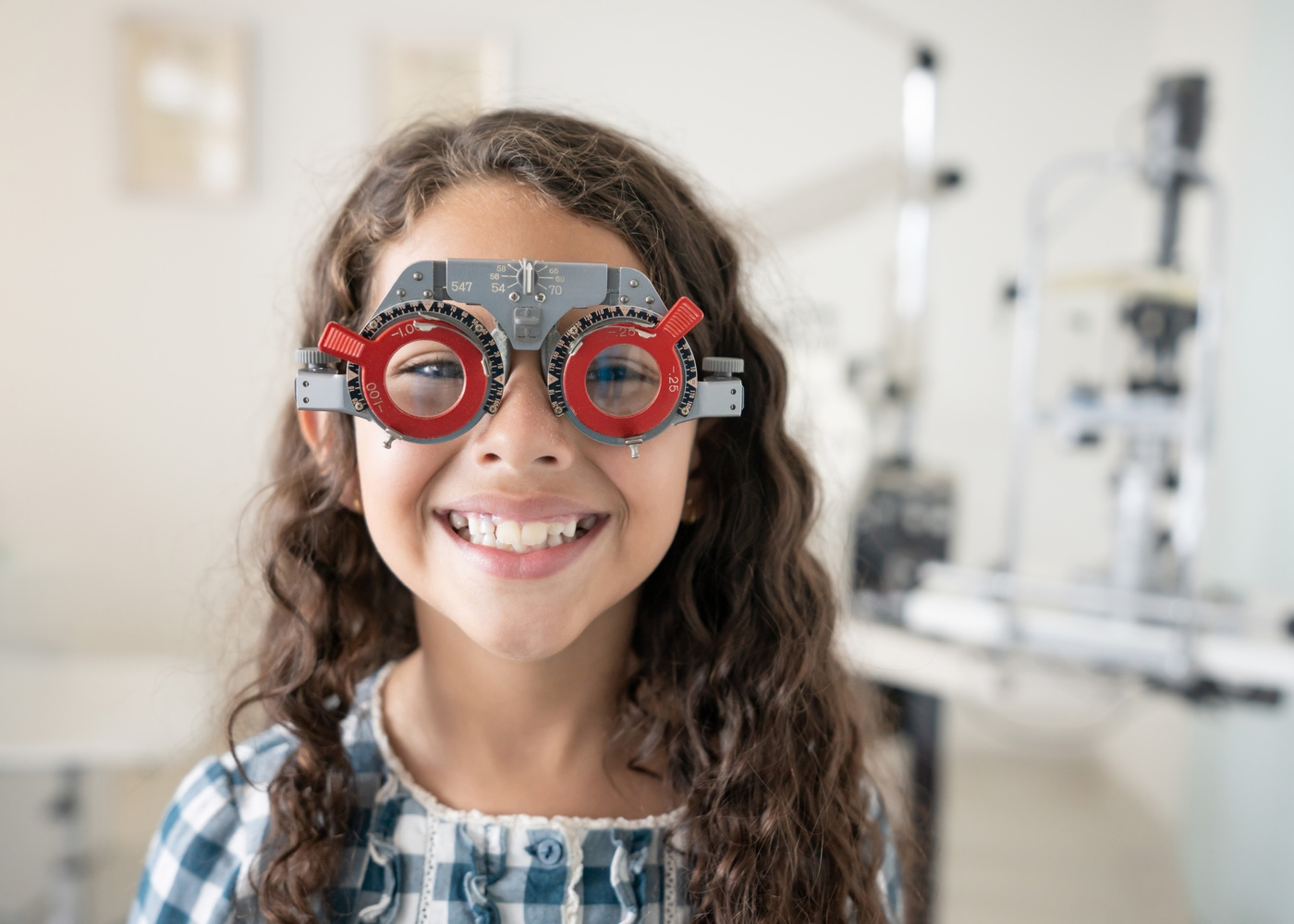 criança com hipermetropia