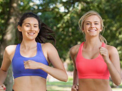 Mulheres com sutiã de desporto