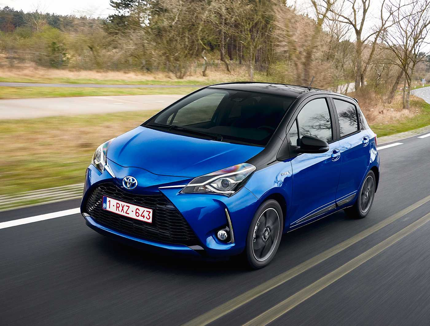 toyota yaris blue dynamic