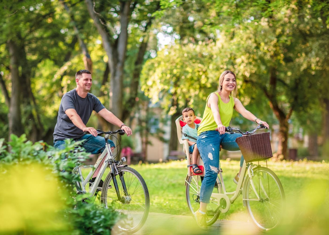 Andar de bicicleta em família