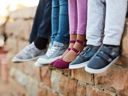 Sapatos para crianças no regresso à escola