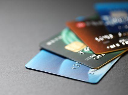 Cartões de crédito numa mesa