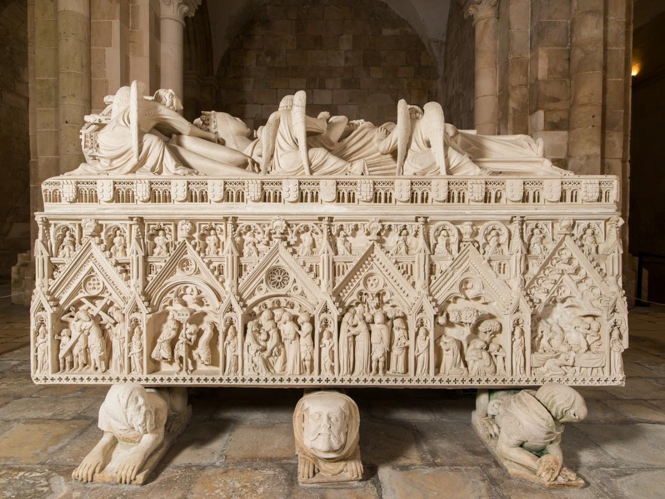 Túmulos de Pedro e Inês em Alcobaça