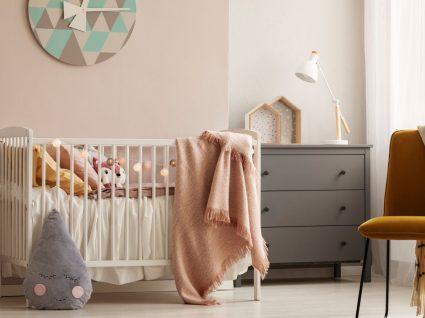 quarto decorado com melhores artigos para bebé que pode comprar na ikea