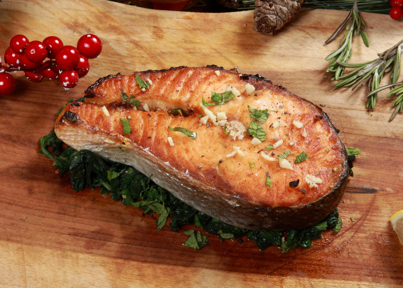 salmão grelhado com creme de espinafres