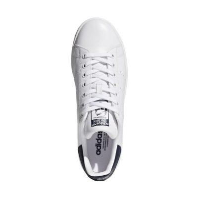 sapatilha branca da marca Adidas