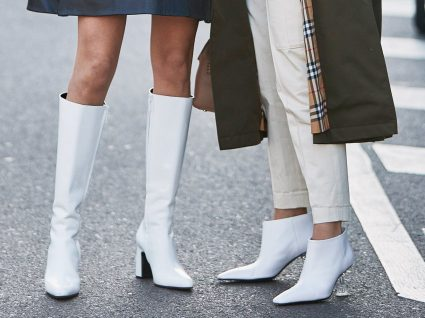 Mulheres com botas brancas