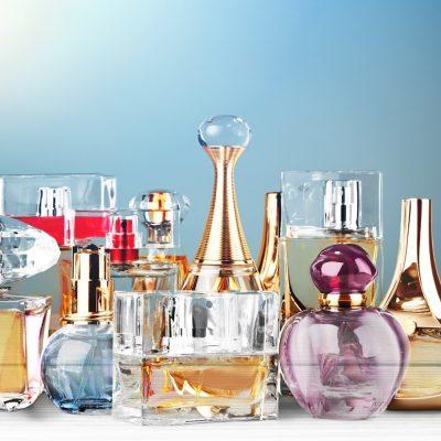 conjunto de frascos de perfume