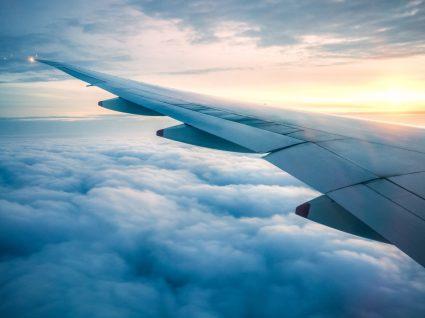 Vista de janela de avião