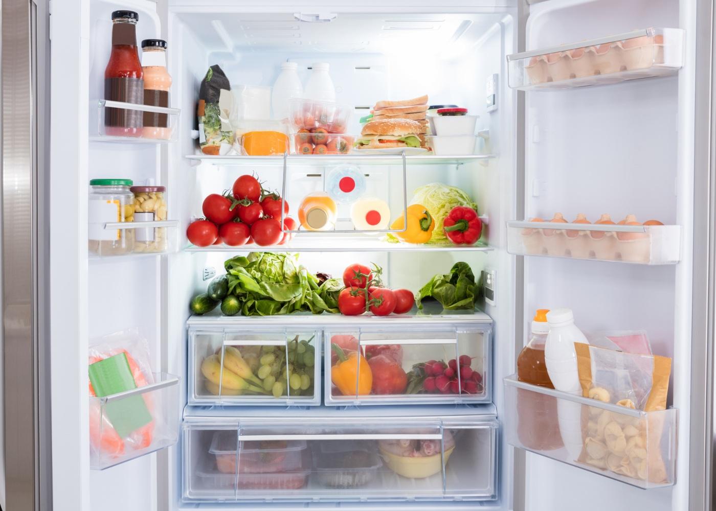 organizar alimentos no frigorífico