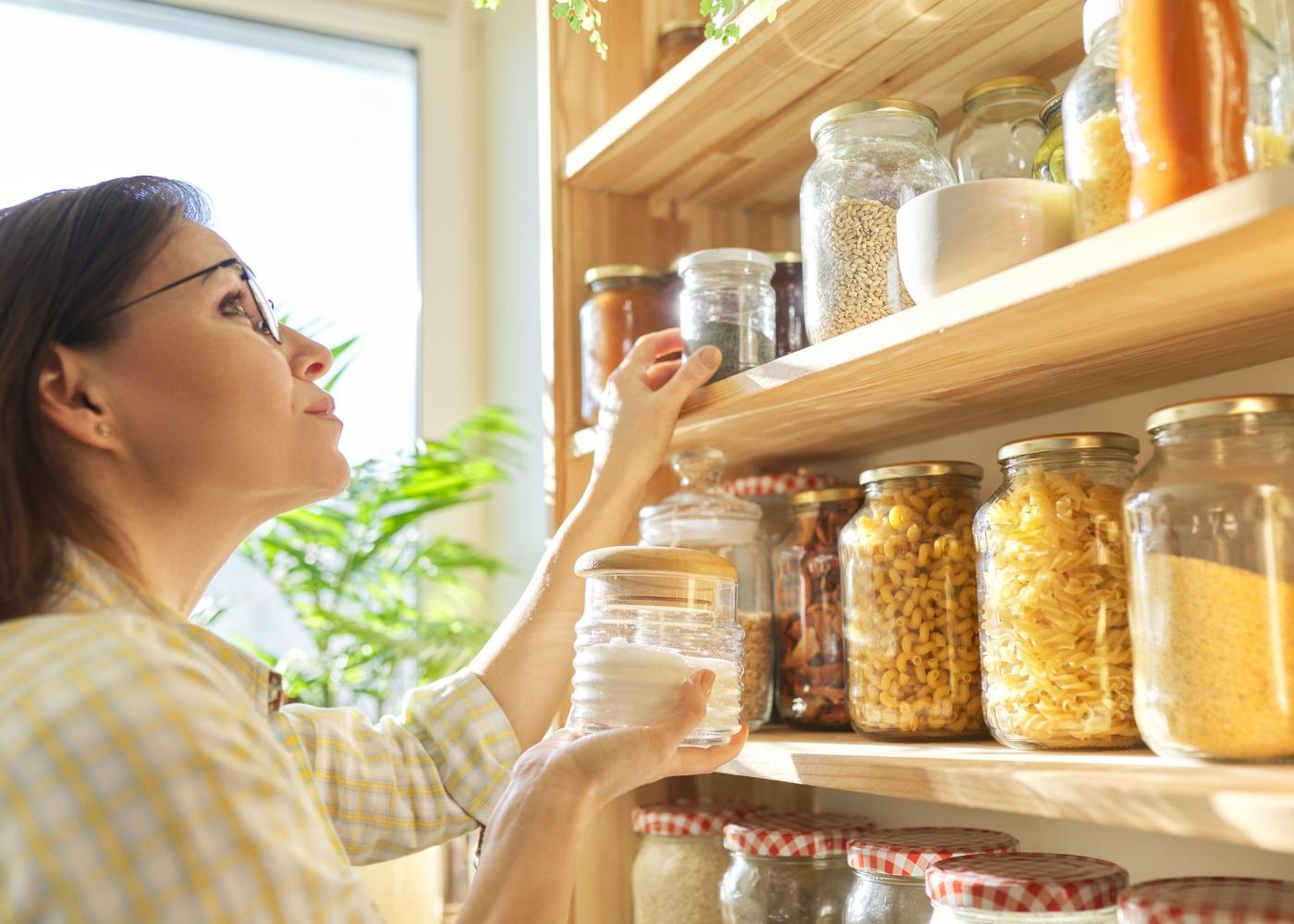 organizar frascos de cozinha