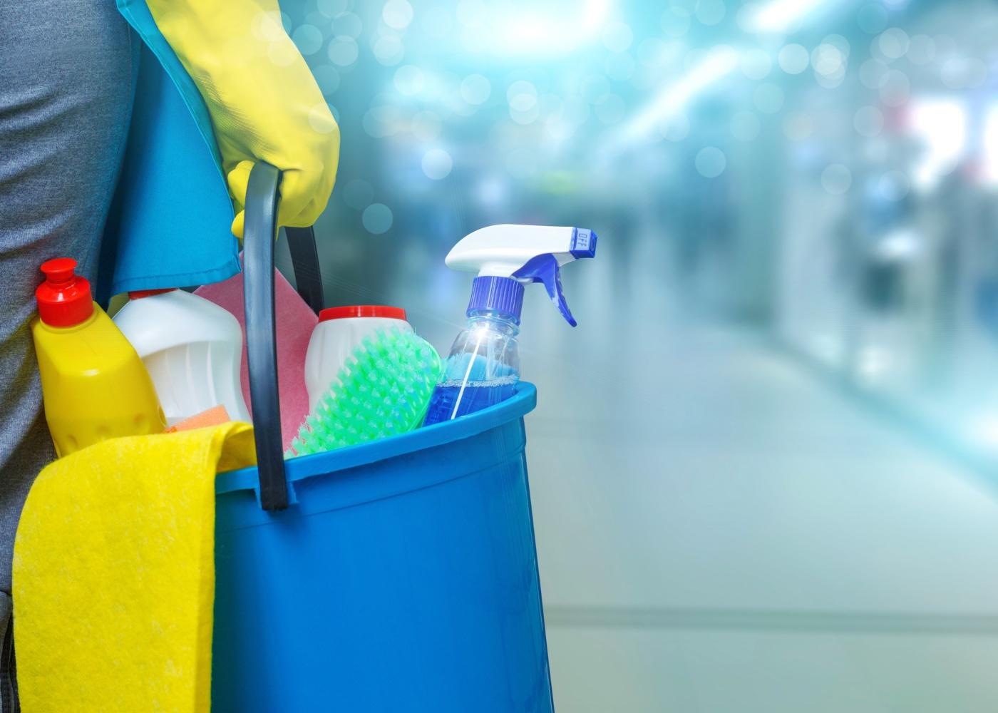 produtos e materiais para limpar a casa