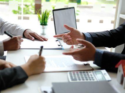 Casal a renegociar spread do crédito habitação com gestor de conta