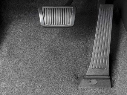 tapete e pedal de carro