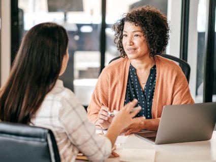 entrevista de emprego seguindo princípios do recrutamento inclusivo