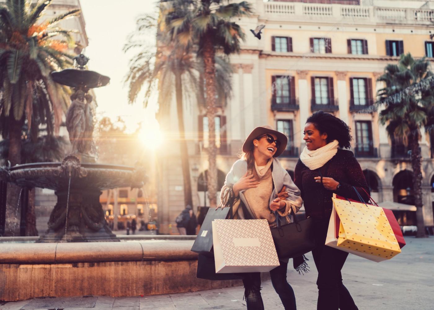 Mulheres a fazer compras