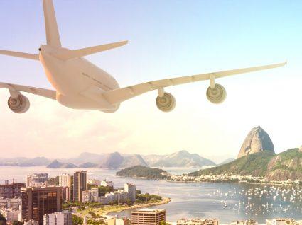 Avião nos céus do Rio de Janeiro